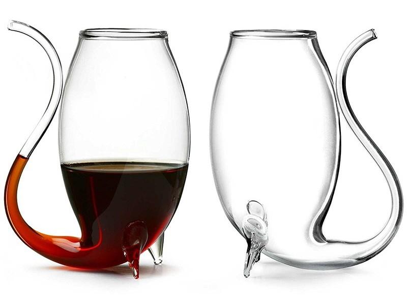 Бокал с трубочкой для вина